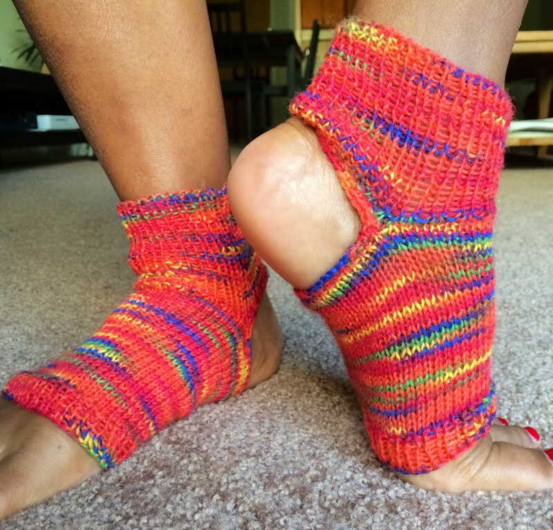 Easy Knitting Pattern For Yoga Socks : Free Pattern- Simple Yoga Socks knitsbywhit